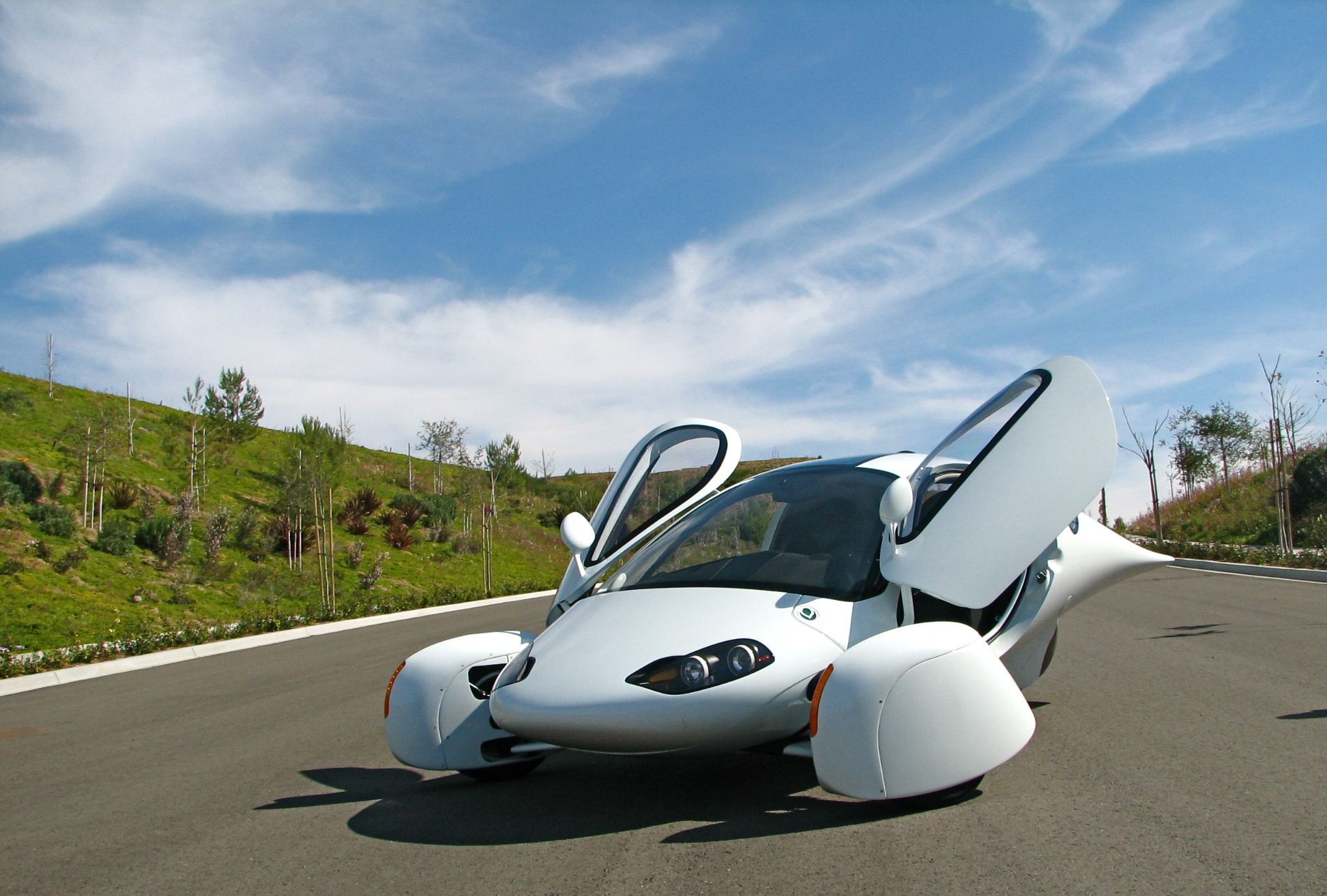 aptera2e 51 We still don't have jetpacks or laser guns, but this three wheel electric ...