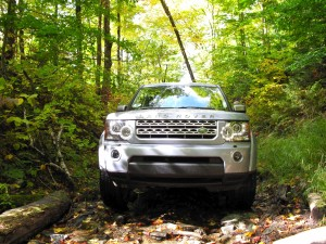 Green Machine: Land Rover LR4 in dirt-beating action